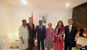 Entretien avec M. Fernando da Piedade Dias dos Santos, Président de l'Assemblée nationale angolaise, en présence de Mme Exalgina Gambôa, Présidente de la commission des relations extérieures et de M.Philippe Garnier, Ambassadeur de France en Angola.