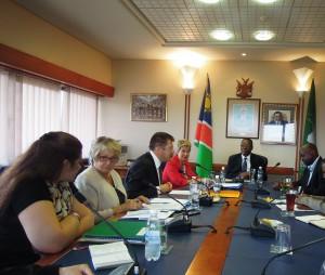 Réunion de travail avec M.Asser Kuveri Kapere, Président du Conseil National, en présence de Mme Jacqueline Bassa-Mazzoni, ambassadeur de France en Namibie